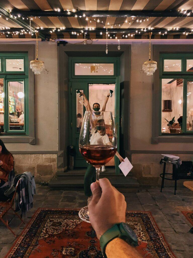 People Place Bar (пл. Кафедральная, 6)